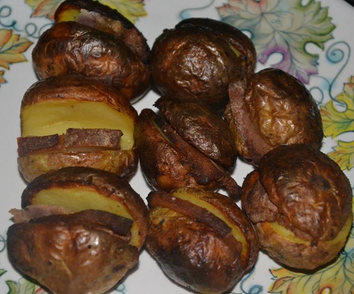 Картофель с салом в углях