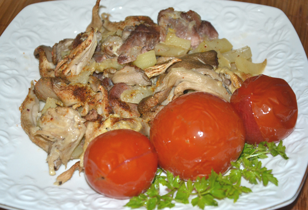 Запеченный картофель с мясом и вешенками