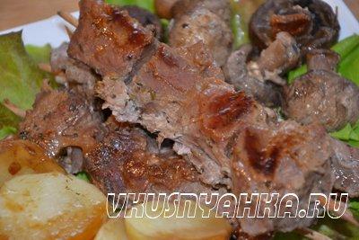 Мясо на шпажках с грибами и картофелем  в мультиварке, приготовление, шаг 4