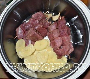 Мясо на шпажках с картофелем в мультиварке, приготовление, шаг 2