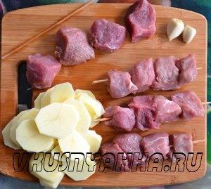 Мясо на шпажках с картофелем в мультиварке, приготовление, шаг 1