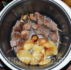 Мясо на шпажках с картофелем в мультиварке, приготовление, шаг 4