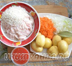 Куриные тефтели с картофелем в мультиварке, приготовление, шаг 1