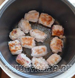 Куринные рулетики с колбасой  в мультиварке, приготовление, шаг 5