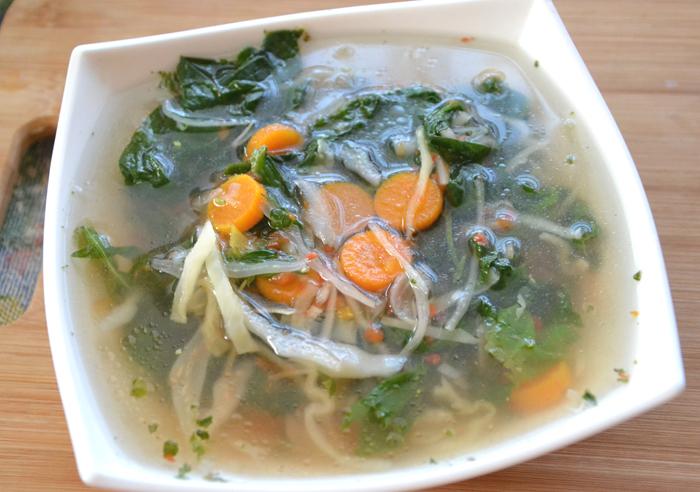 Овощной суп с капустой и шпинатом в мультиварке