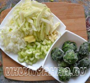 Суп- пюре из шпината с сельдереем и капустой в мультиварке, приготовление, шаг 1