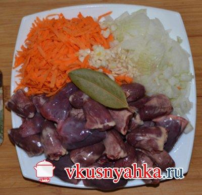 Куриные сердечки с морковью в мультиварке, приготовление, шаг 1