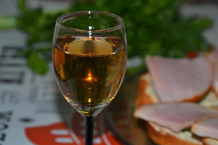Настойка на перегородках грецких орехов, на водке, спирте, самогоне